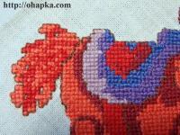 Фрагмент вышивки. Хвост и седло красного коня